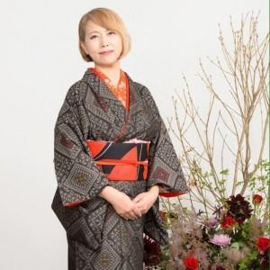 益子秀美先生は10代から未生流を学び生け花の心得も充分です。