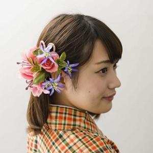 《ピンクリリー》大きなユリの周りで咲く小花が花火のよう。3,800円(在庫2)