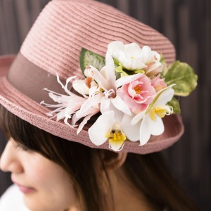 《ホワイトピンク胡蝶蘭》カジュアルな帽子につけても素敵♪3,800円(在庫0)