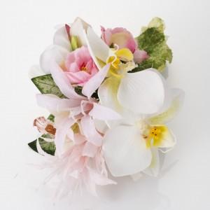 《ホワイトピンク胡蝶蘭》他に、アネモネ、ミニローズ、ミニシンピジューム、ネリネなど。