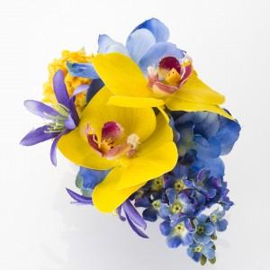 《イエローブルー胡蝶蘭》黄色のミニ胡蝶蘭と青のデルフィニウムで素敵に仕上げてます