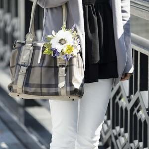 《ホワイトアネモネ》髪はもちらん、鞄につけてもお洒落♪3,900円(在庫2)