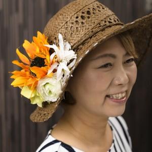 益子秀美先生自ら「ひまわり」を帽子に付けて。